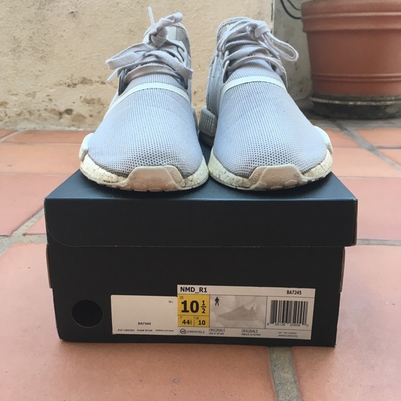 Adidas originali nmd r1 tripla dimensione 105 uomini poshmark bianco